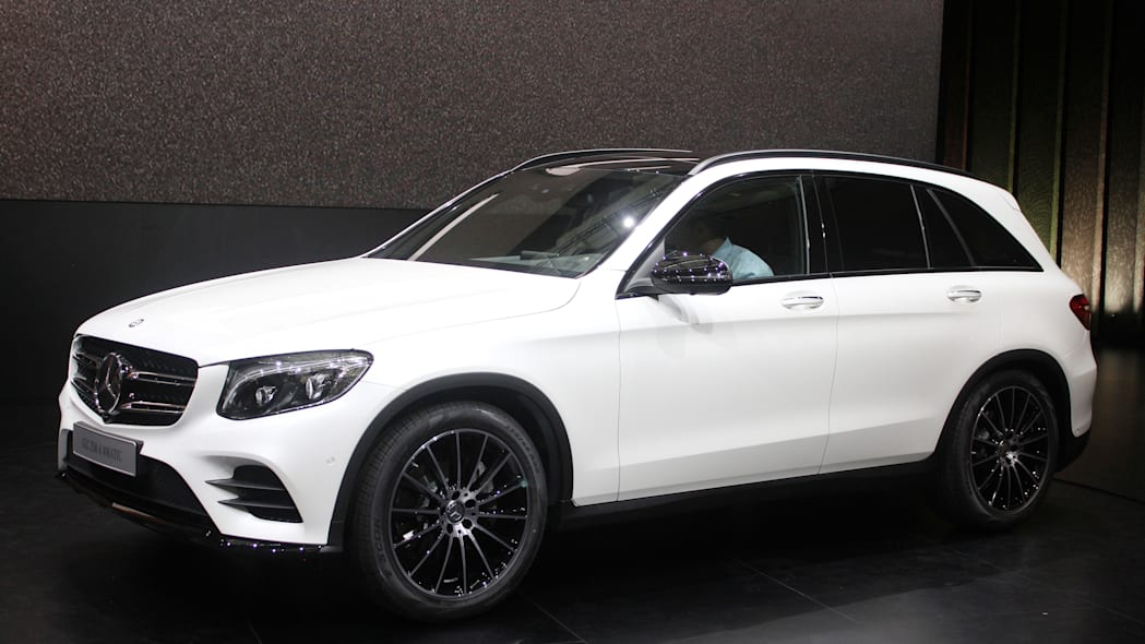 2016 Mercedes-Benz GLC 250d front three-quarter.