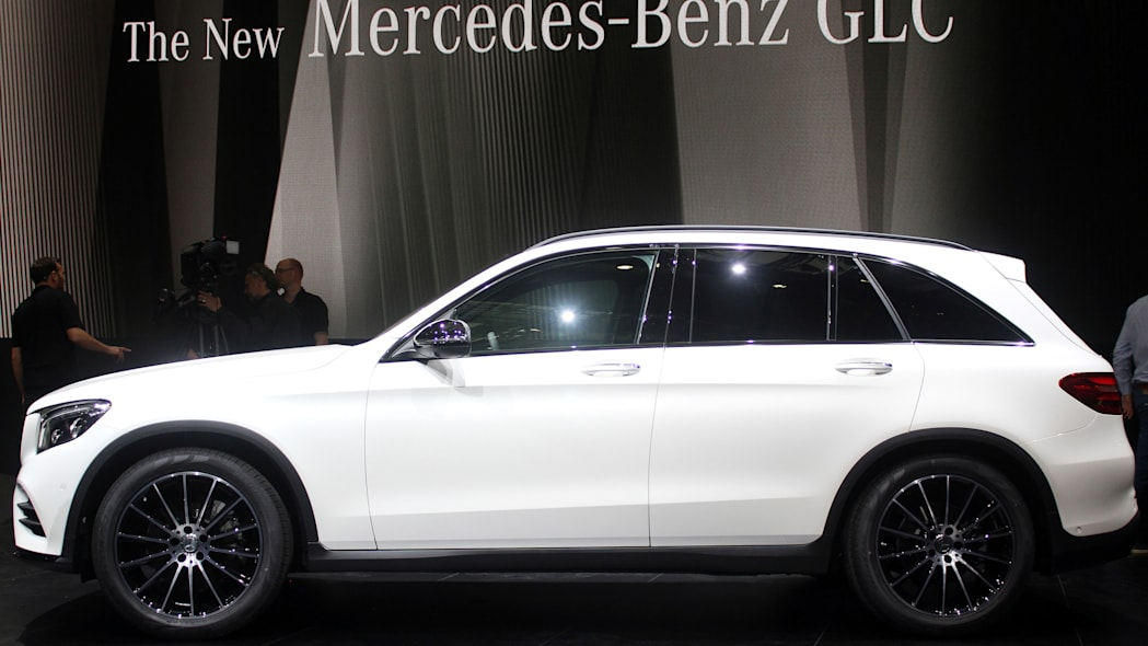 2016 Mercedes-Benz GLC 250d side view.