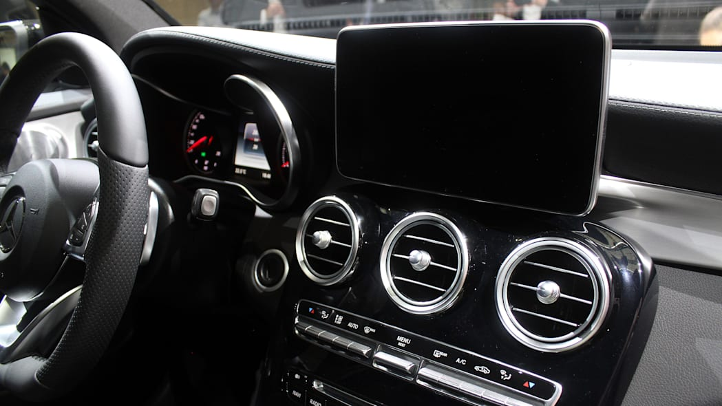 2016 Mercedes-Benz GLC 250d infotainment screen.