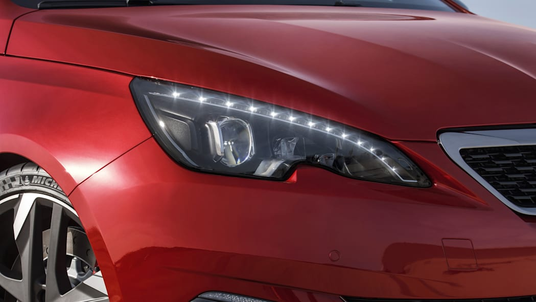 Peugeot 308 GTi headlight