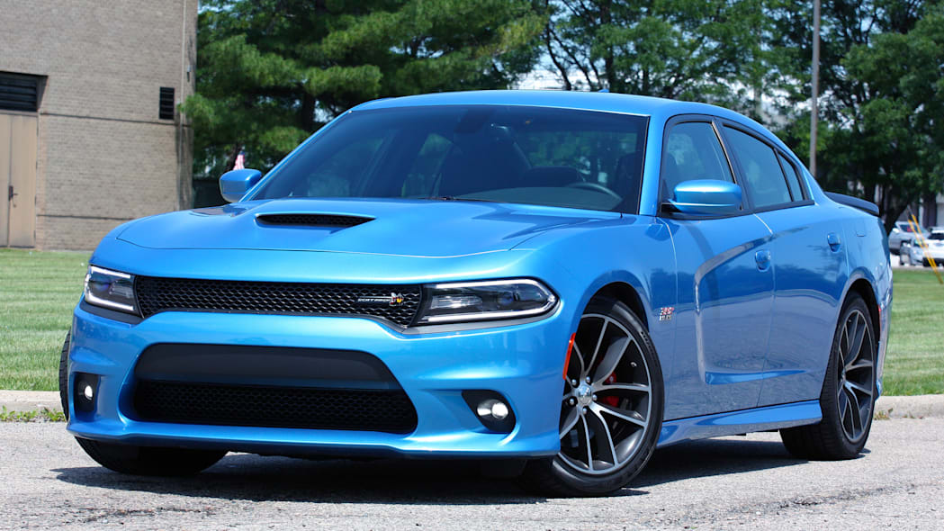 2015 Dodge Charger R/T Scat Pack front 3/4