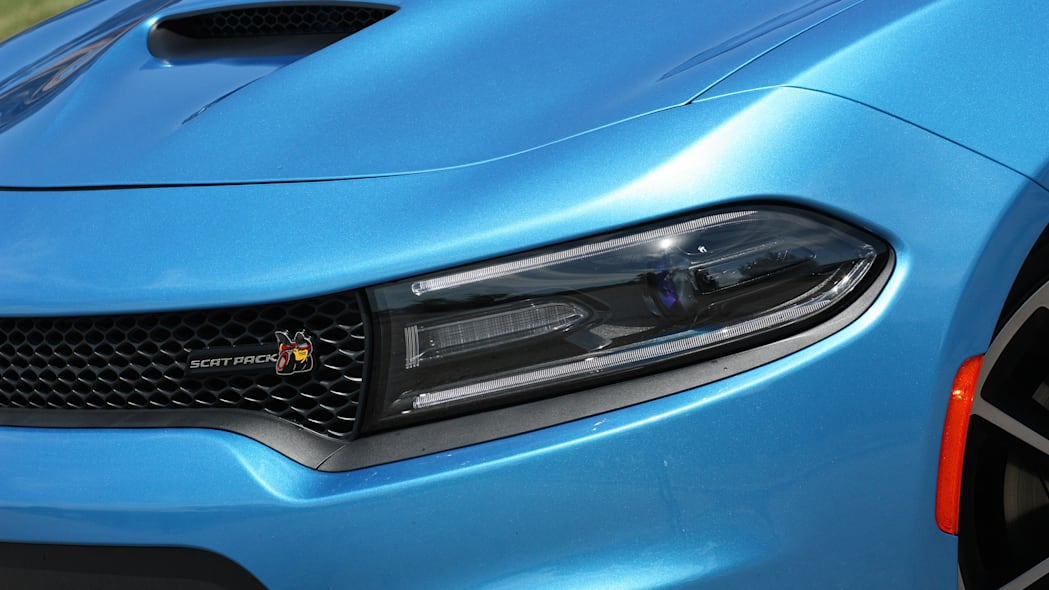 2015 Dodge Charger R/T Scat Pack headlights