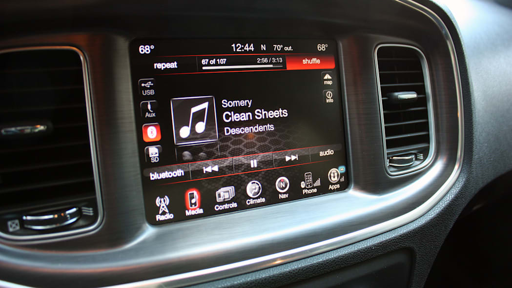 2015 Dodge Charger R/T Scat Pack infotainment system