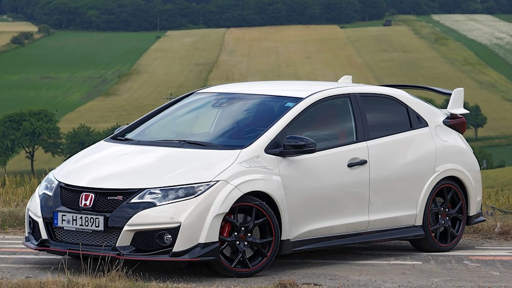 2015 Honda Civic Type R front 3/4 view