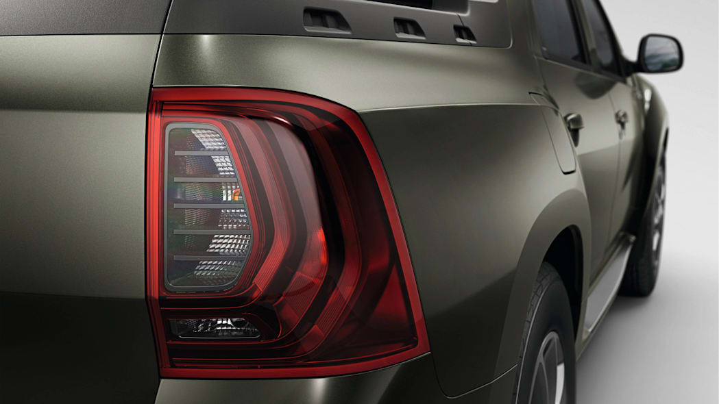 Renault Duster Oroch tail light flank