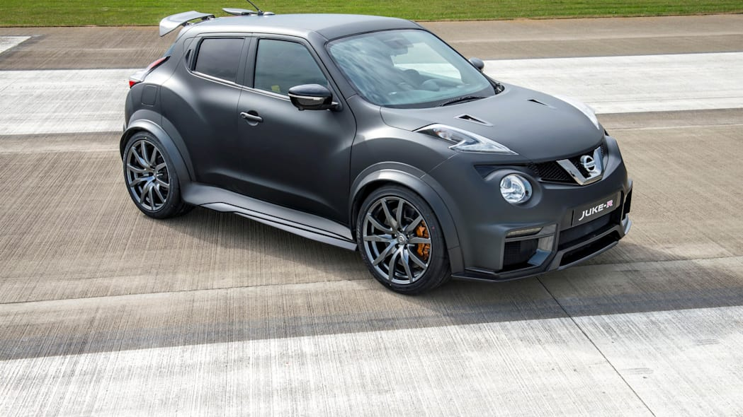 Nissan Juke-R 2.0 stationary runway front top 3/4