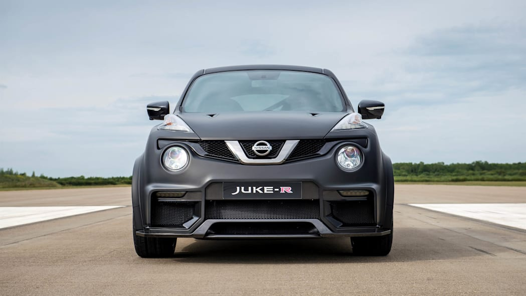 Nissan Juke-R 2.0 stationary runway front