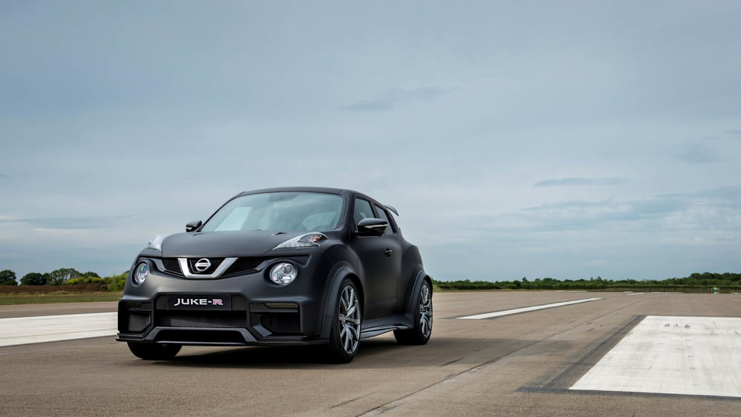 Nissan Juke-R 2.0 stationary runway front 3/4