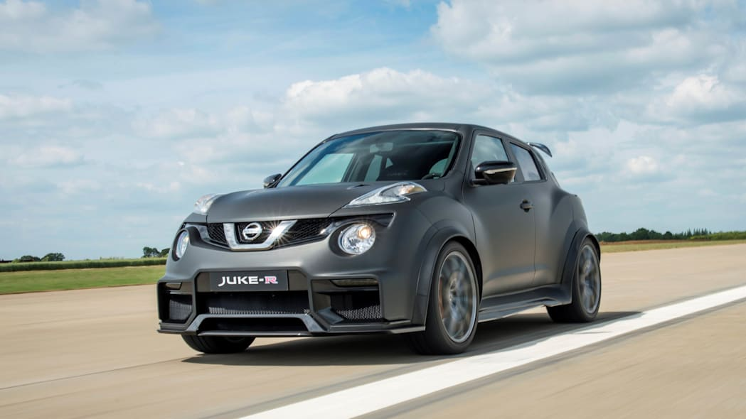Nissan Juke-R 2.0 moving front 3/4