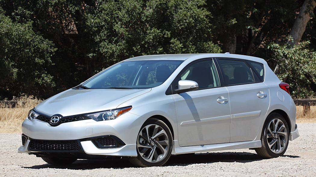 2016 Scion iM front 3/4 view