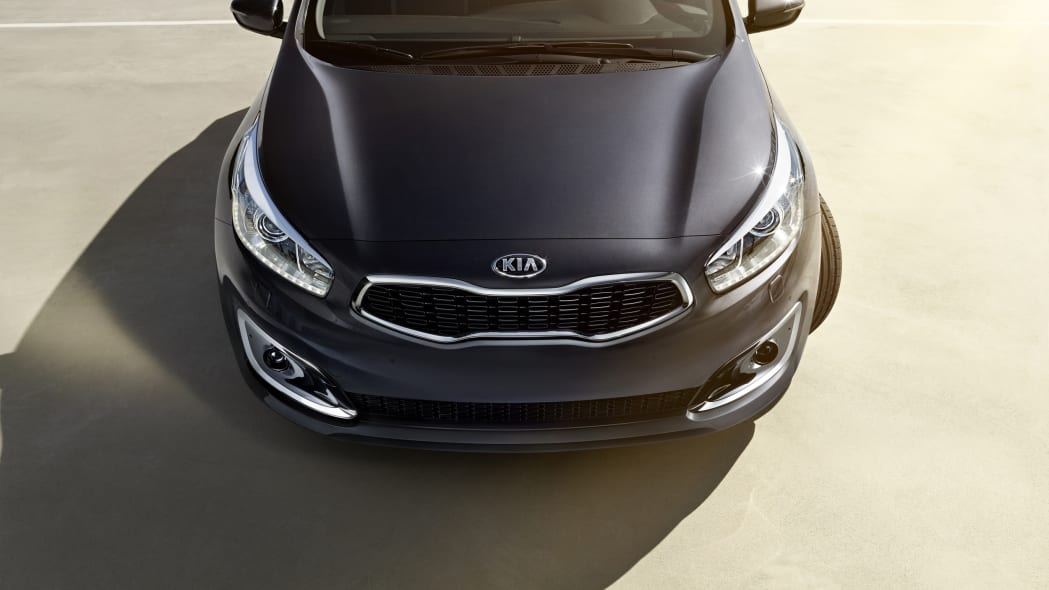 2016 Kia Cee'd front nose