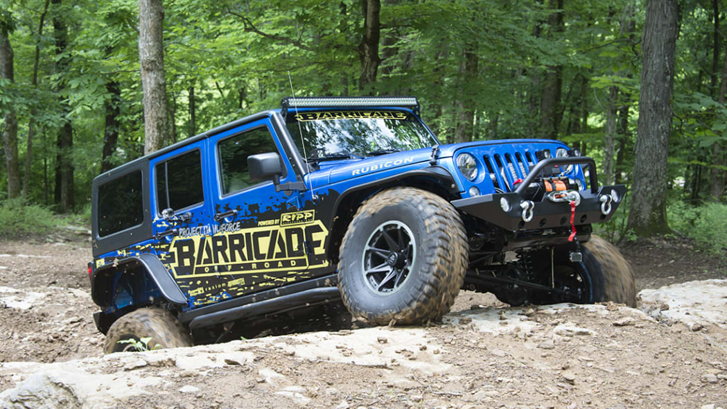 Project Trail Force 2015 Jeep Wrangler Rubicon, off-roading dynamic.