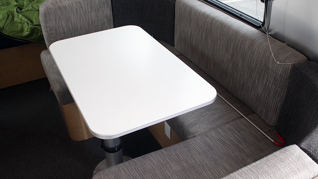 Airstream Bambi Sport 22 table