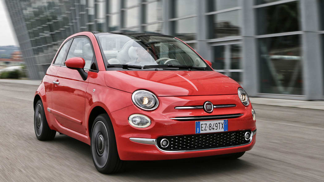 2016 Fiat 500c front 3/4 moving