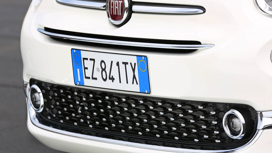 2016 Fiat 500 front grille