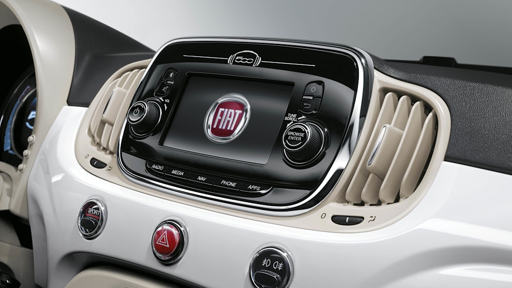 2016 Fiat 500 Uconnect screen