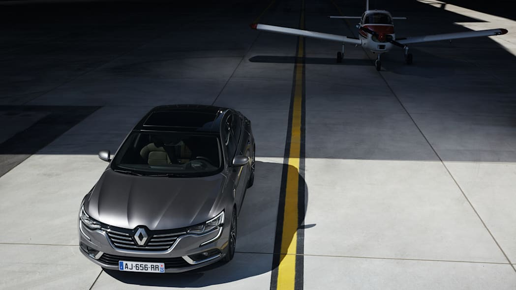 renault airplane airport talisman sedan
