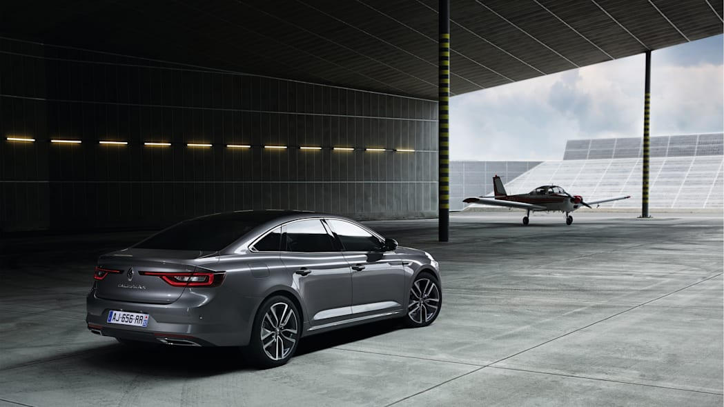 renault nissan talisman sedan airplane aircraft