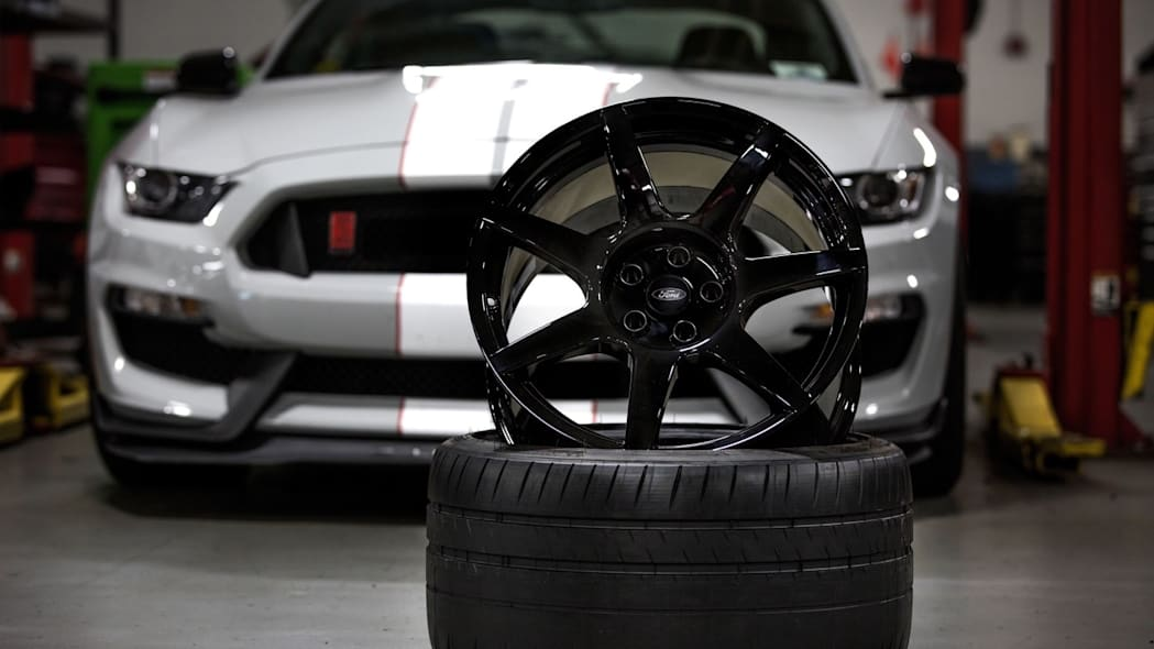 Ford Shelby GT350R carbon fiber wheels garage gray silver