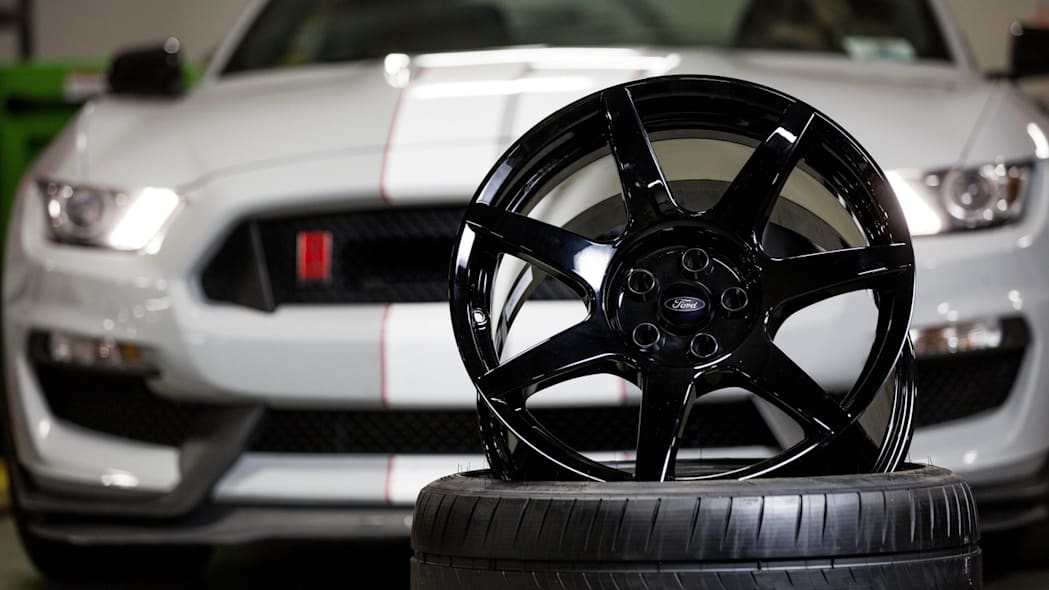 Ford Shelby GT350R carbon fiber wheels black