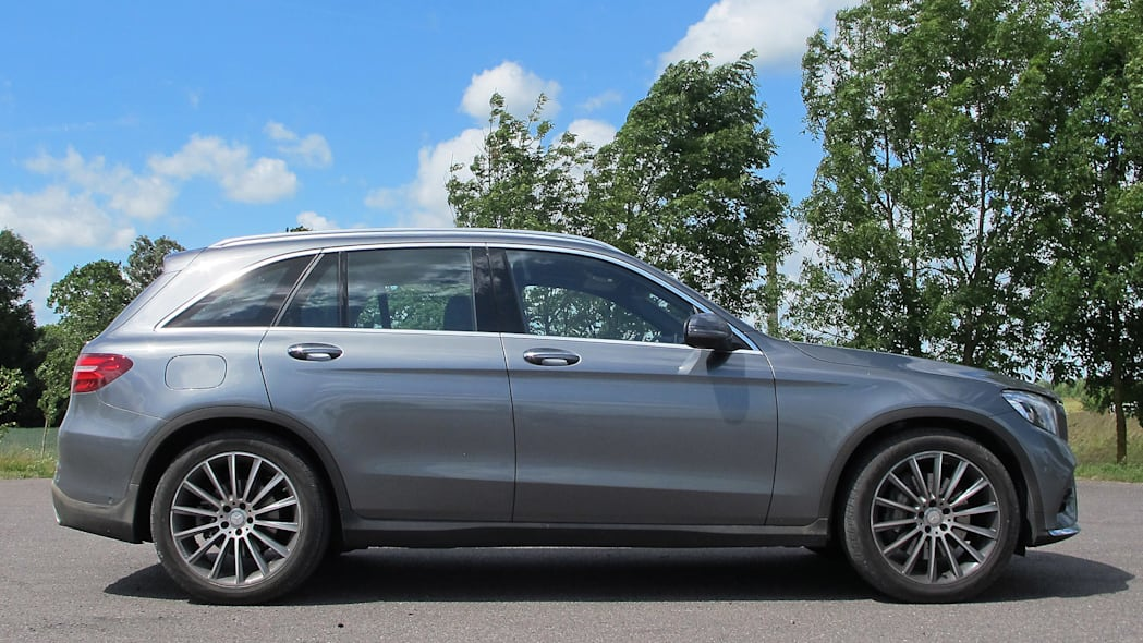 2016 Mercedes-Benz GLC250 side view