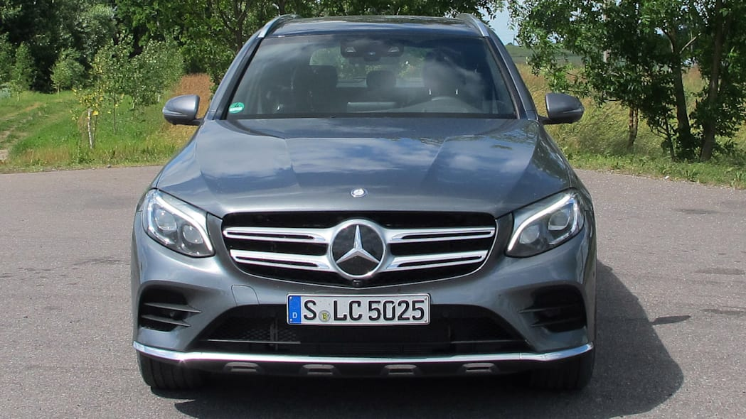 2016 Mercedes-Benz GLC250 front view