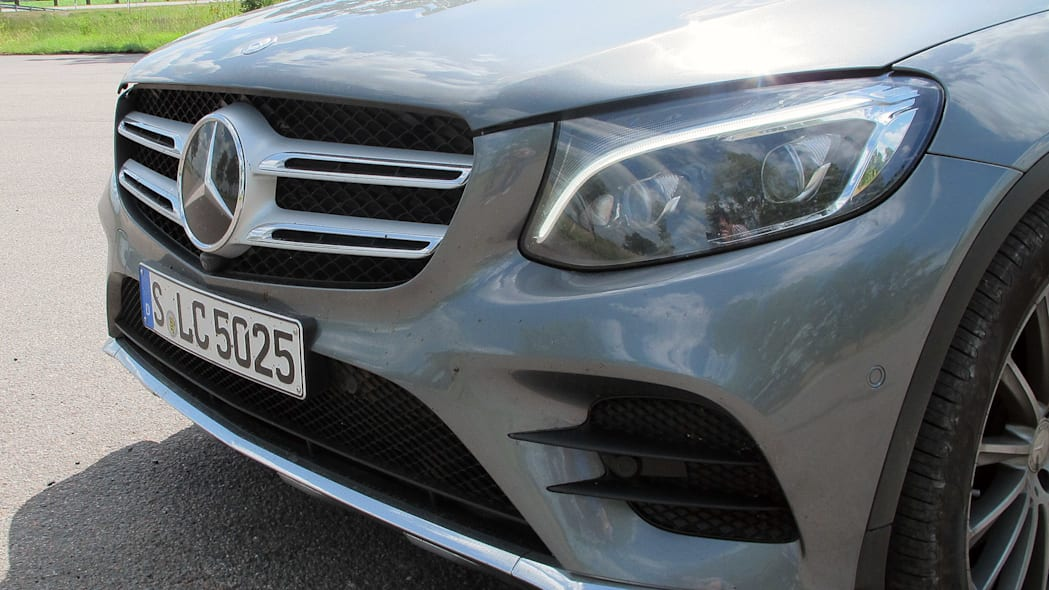2016 Mercedes-Benz GLC250 front detail