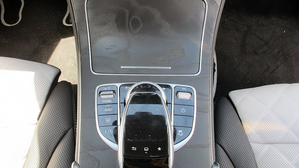 2016 Mercedes-Benz GLC250 center console