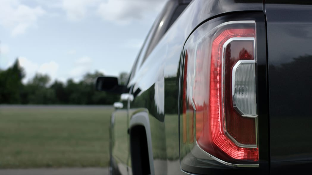 2016 GMC Sierra taillight