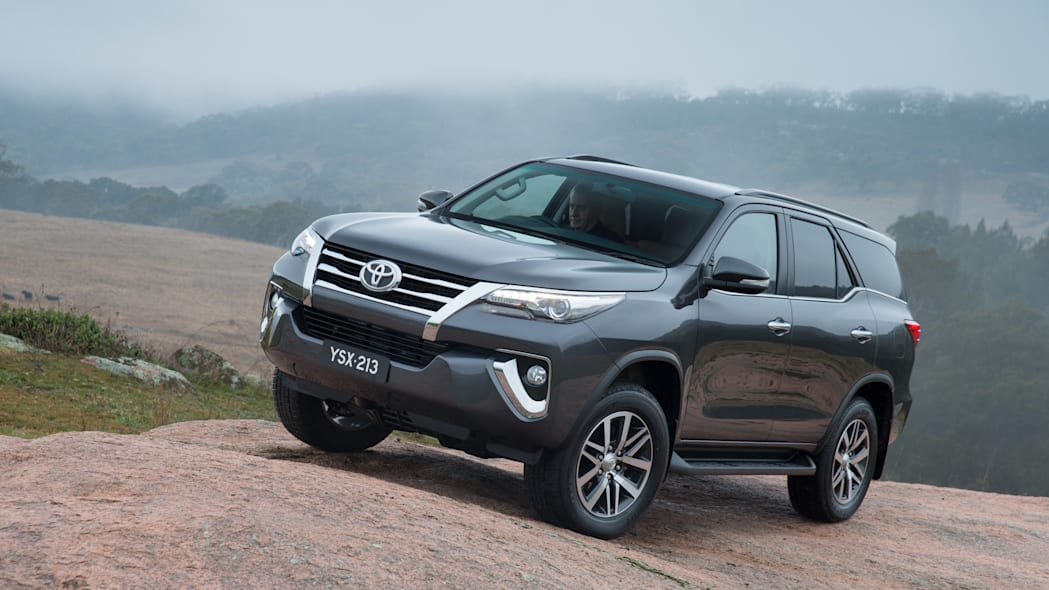 2015 Toyota Fortuner front 3/4