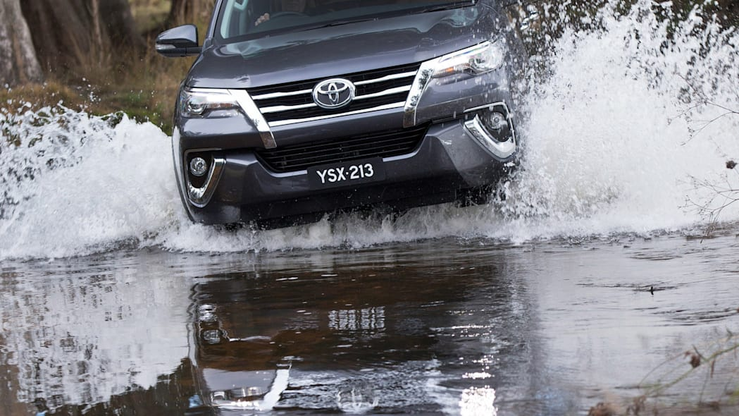 2015 Toyota Fortuner water ford