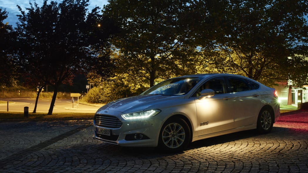 Ford shows off two new adaptive lighting technologies.