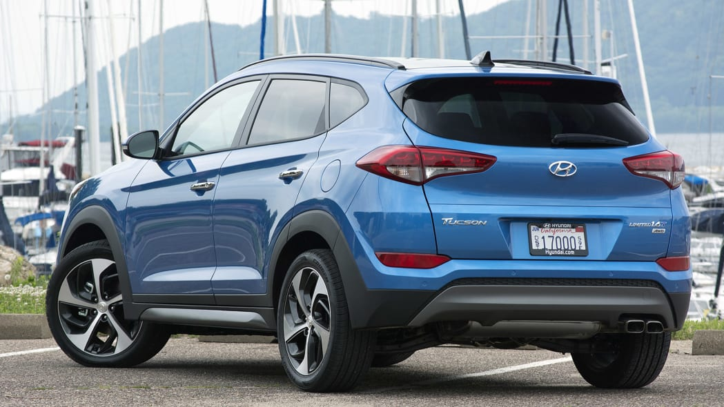 2016 Hyundai Tucson rear 3/4 view