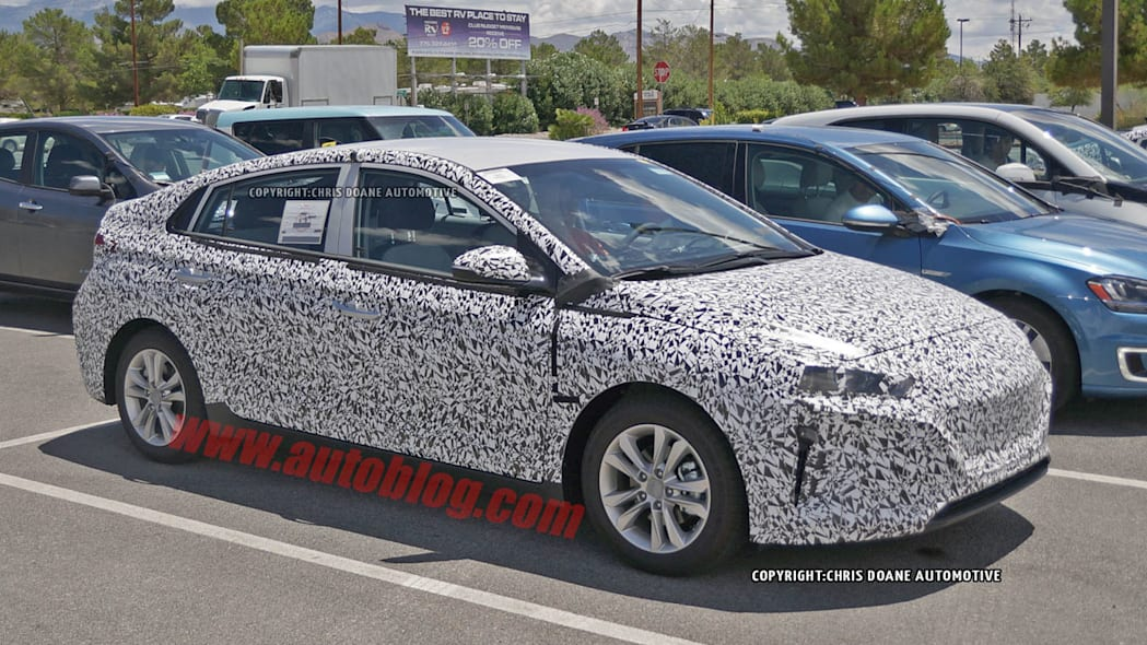 camouflaged hyundai prius-fighter spy shot
