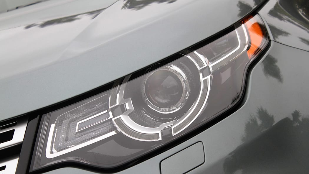 2015 Land Rover Discovery Sport headlight