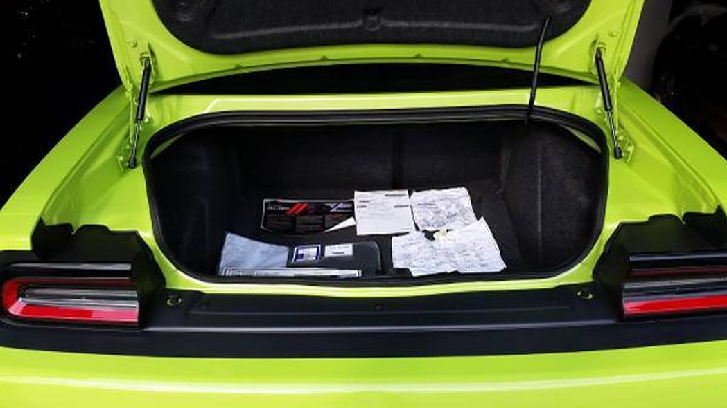 dodge challenger srt hellcat 666 trunk