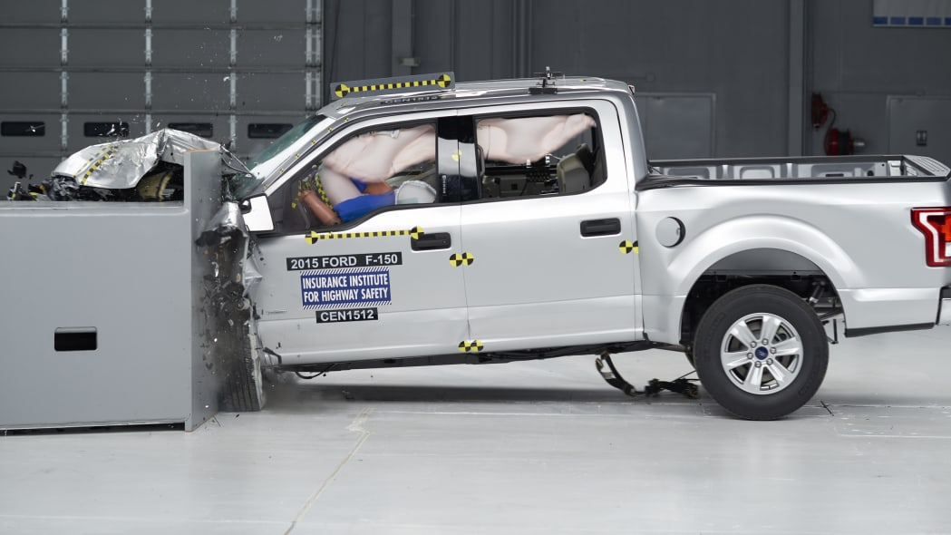 2015 Ford F-150 SuperCrew - small overlap front test