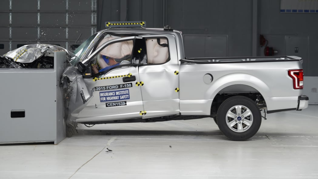 2015 Ford F-150 SuperCab - small overlap front test