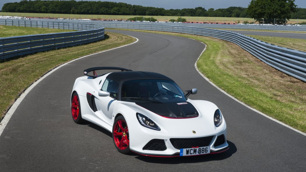 white lotus exige 360 cup at a curve