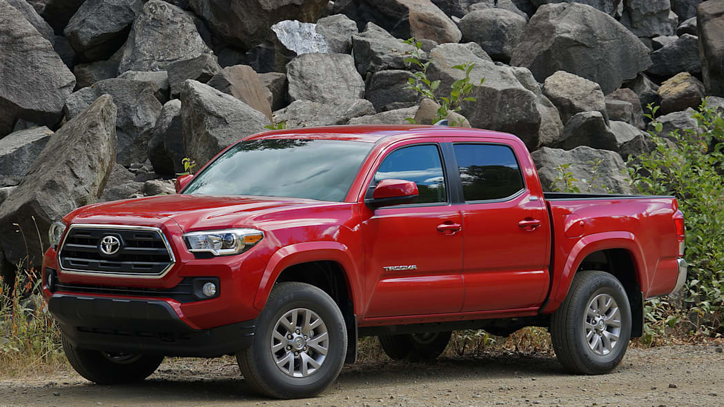 2016 Toyota Tacoma front 3/4 view