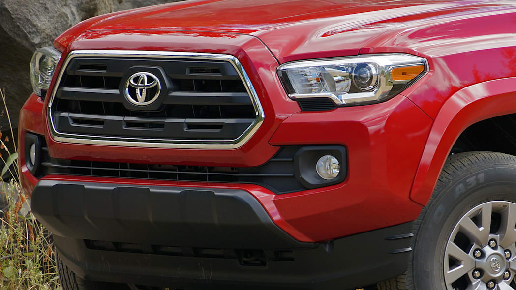 2016 Toyota Tacoma front detail