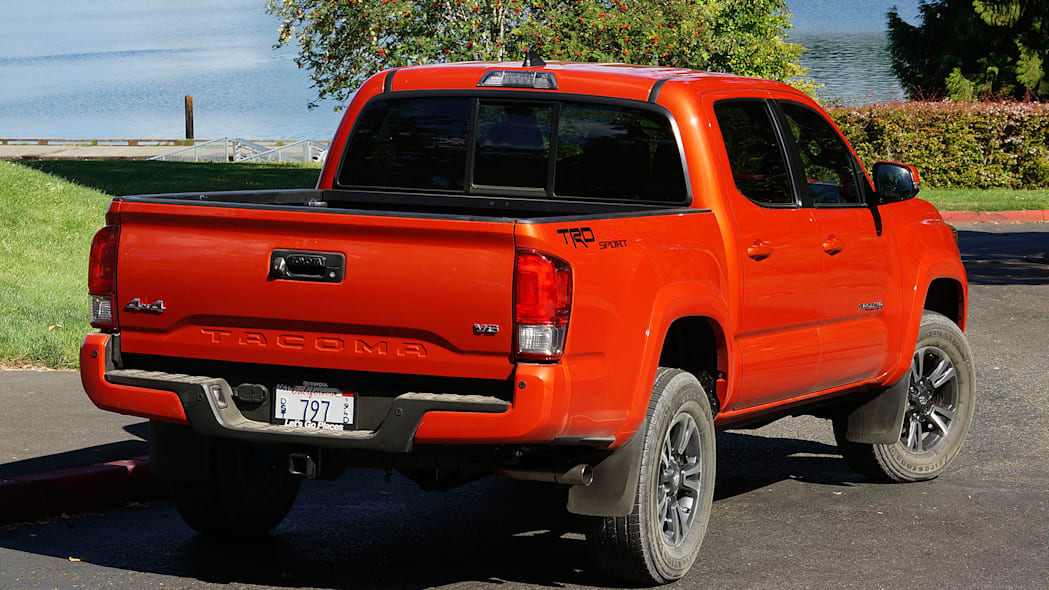 2016 Toyota Tacoma TRD Sport 4x4 rear 3/4 view