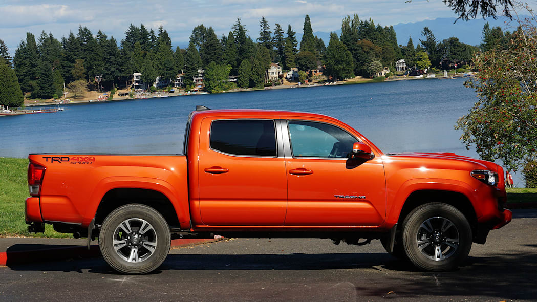 2016 Toyota Tacoma TRD Sport 4x4 side view