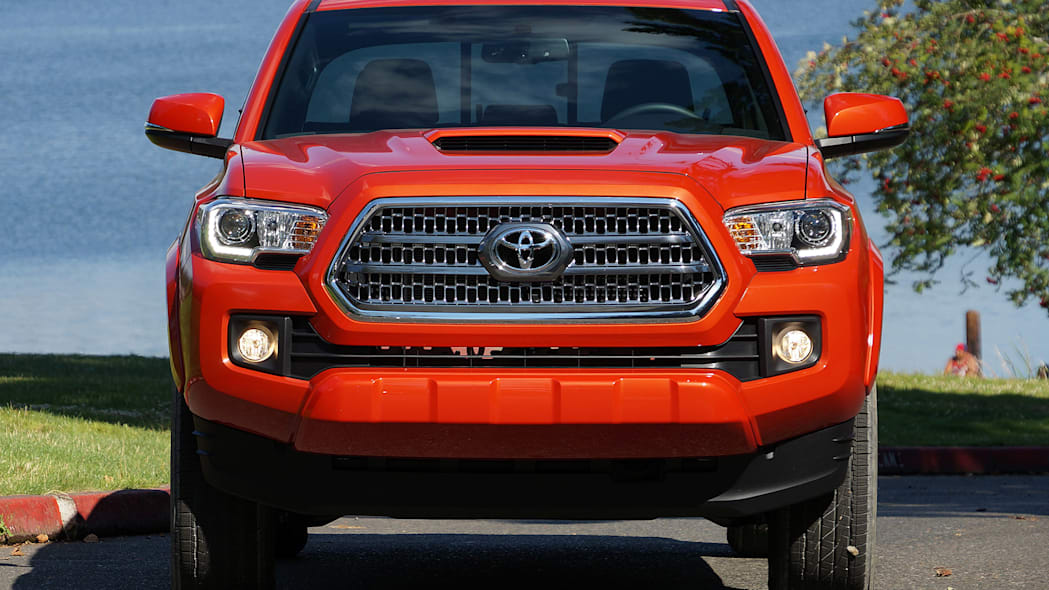 2016 Toyota Tacoma TRD Sport 4x4 front view