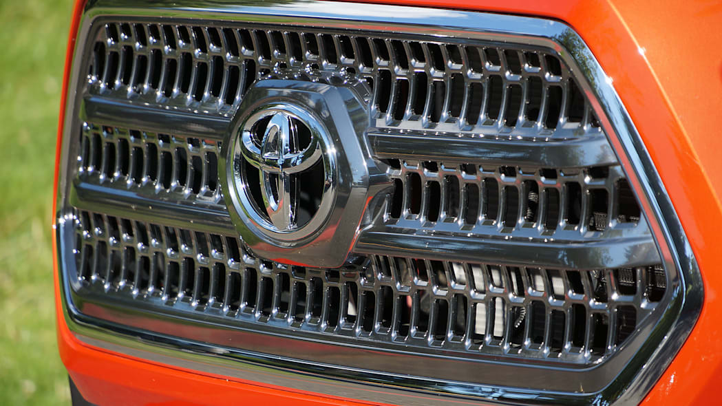 2016 Toyota Tacoma TRD Sport 4x4 grille