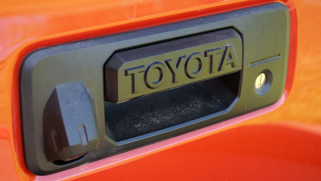 2016 Toyota Tacoma TRD Sport 4x4 tailgate handle