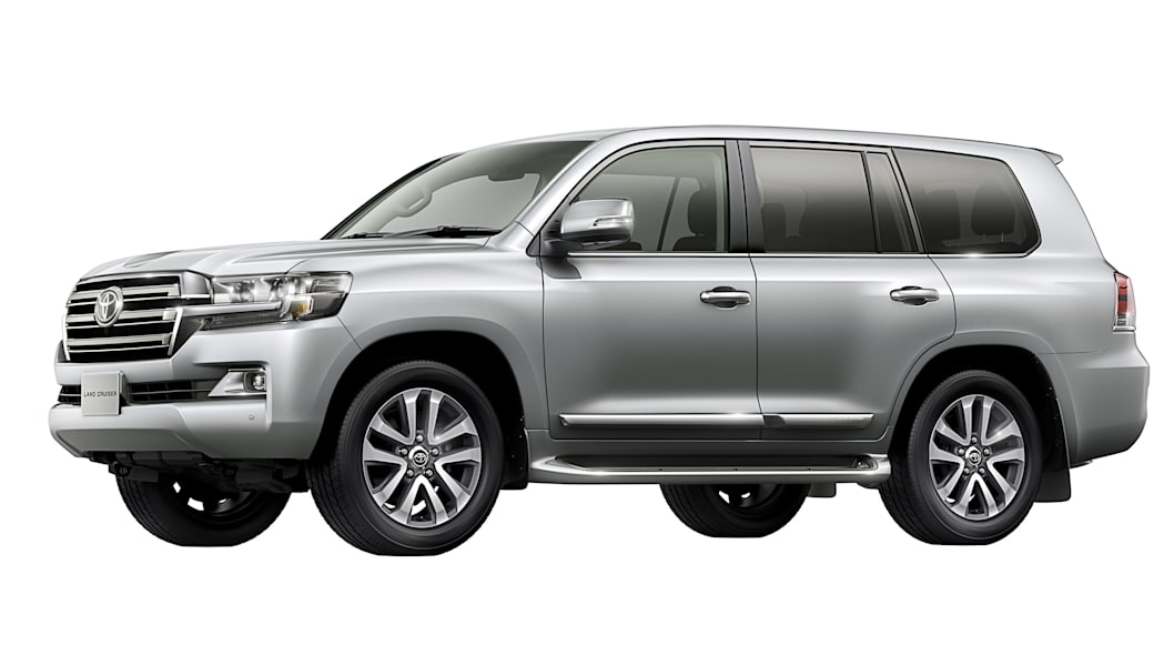 2016 Toyota Land Cruiser front 3/4 silver