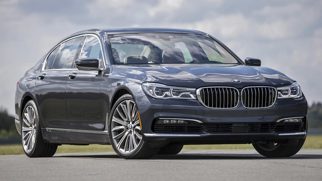 2016 BMW 7 Series front 3/4 view