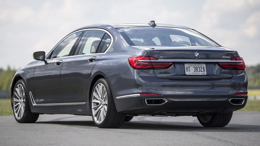 2016 BMW 7 Series rear 3/4 view