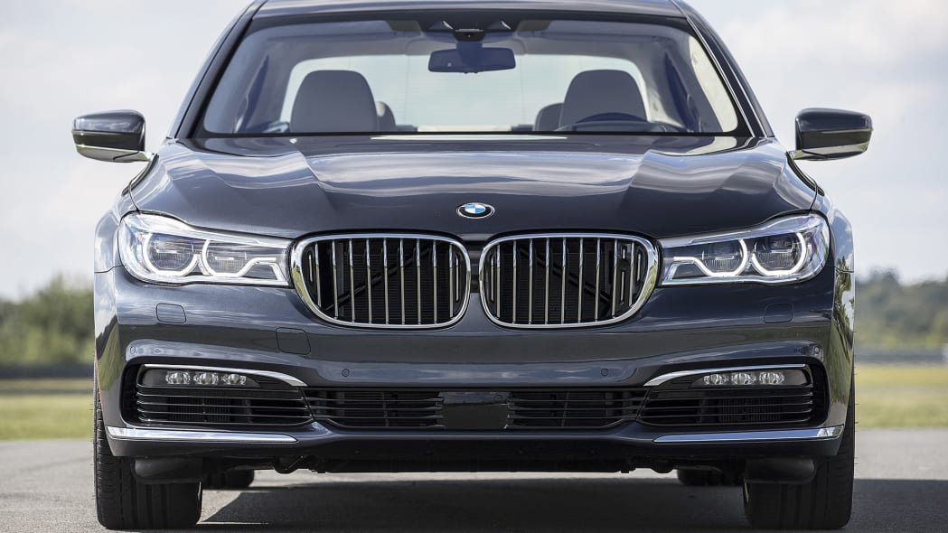 2016 BMW 7 Series front view